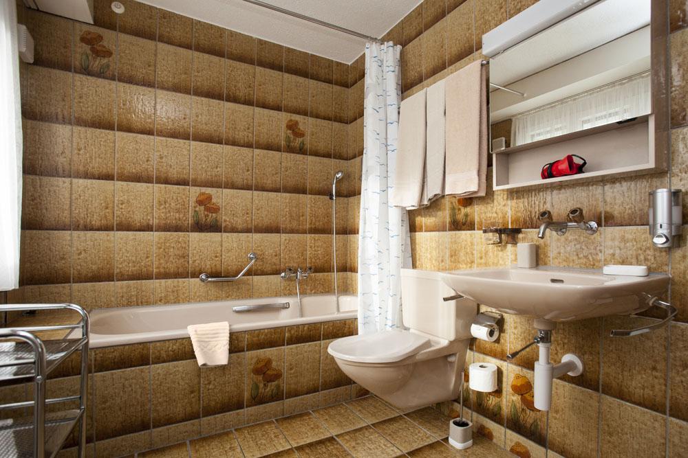 Standard-double-room05-