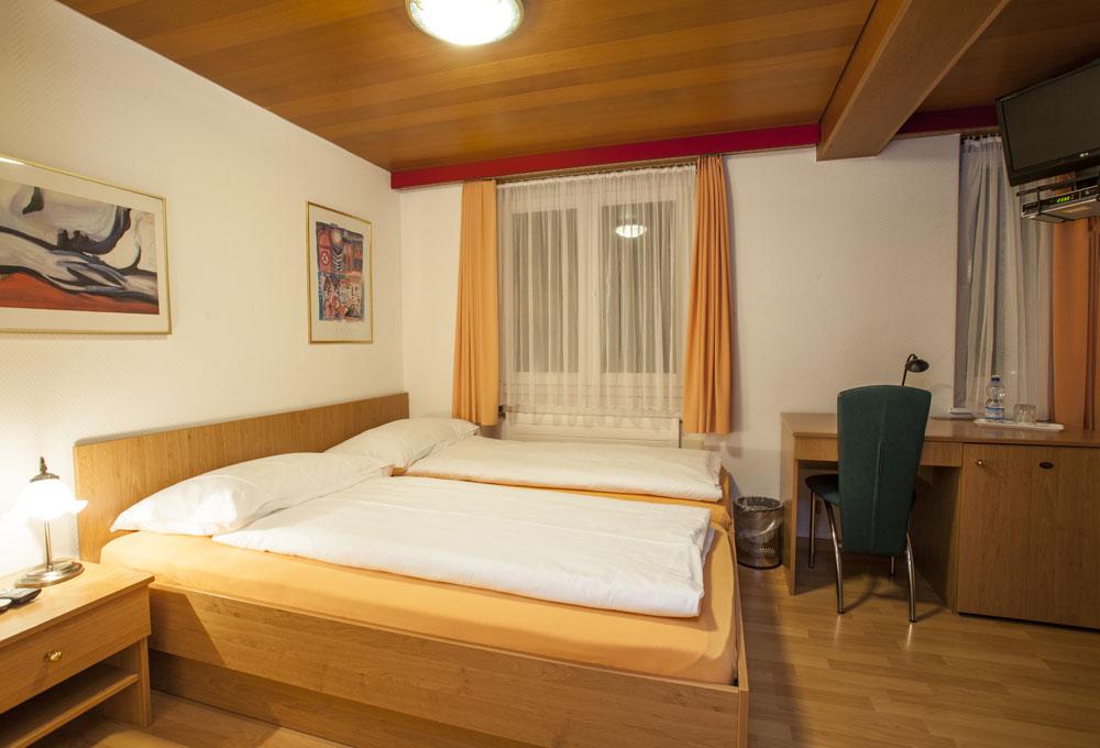 Standard-double-room08