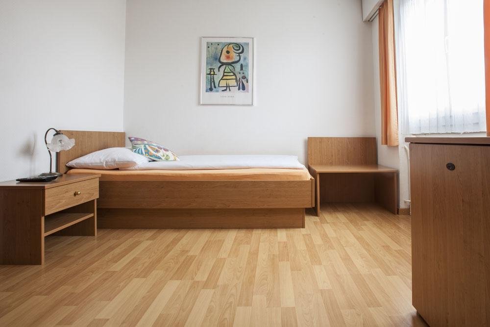 Standard-single-room01