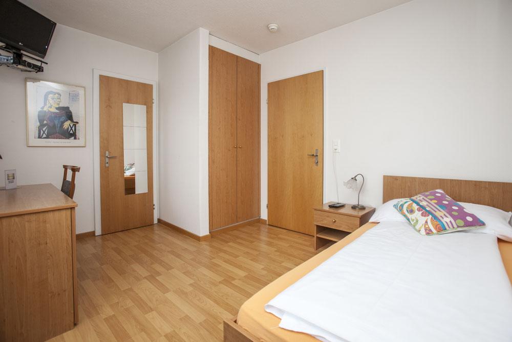 Standard-single-room02