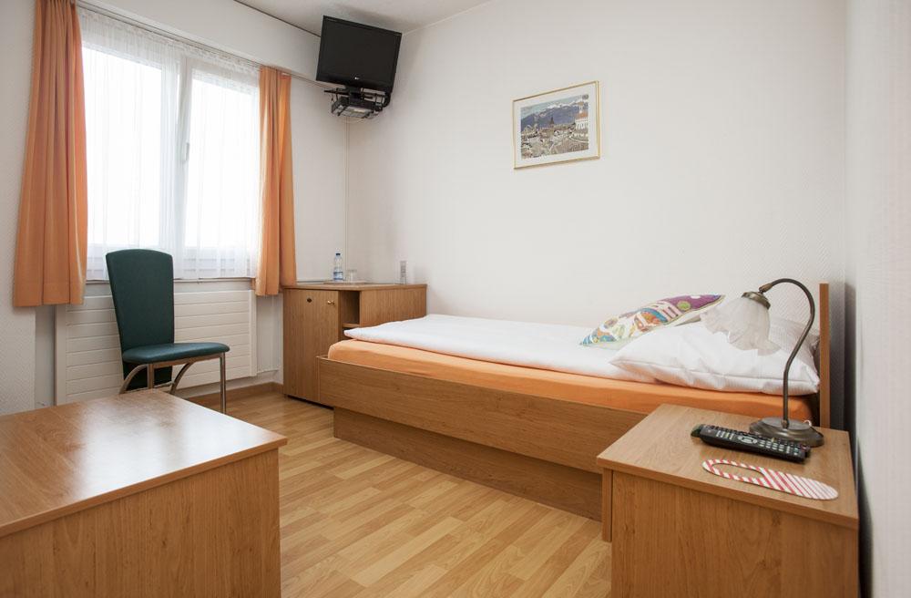 Standard-single-room03
